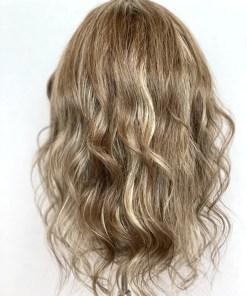 THT Wig: Highlighted Dark Blonde – Medium Length