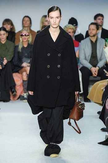 The ankle-strapped trousers