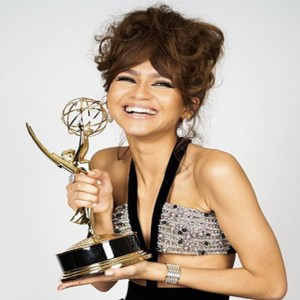 Zendaya Emmy Expresses Her Euphoria With An Emmy Award For Social Media
