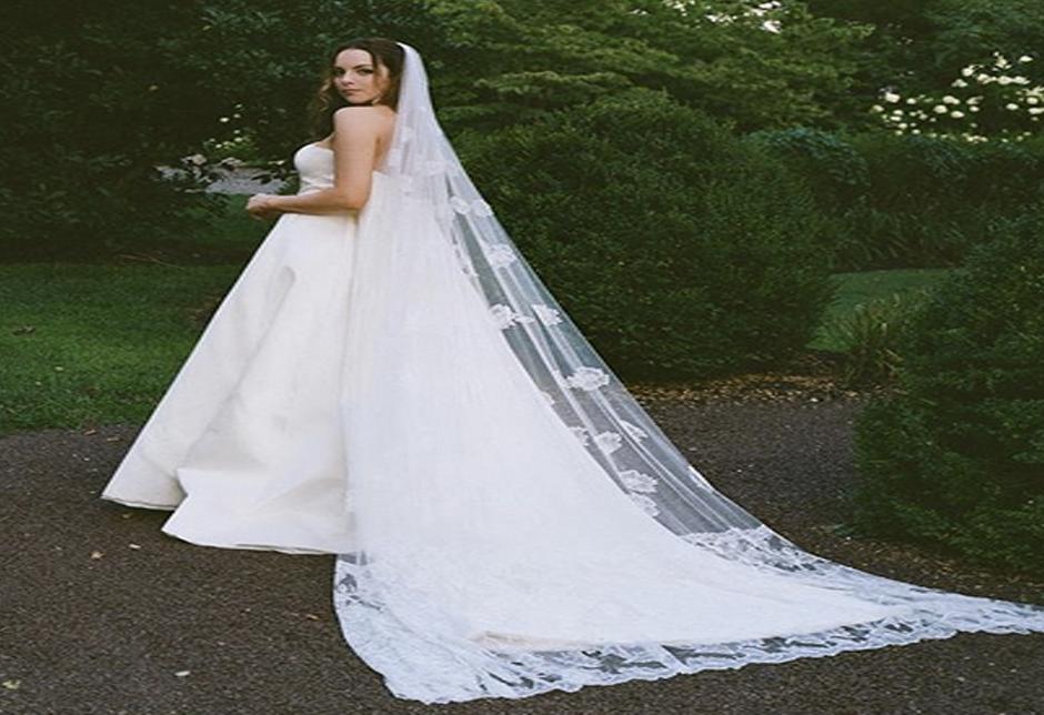 Elizabeth Gillies Got Married In Elegant Wedding Dress