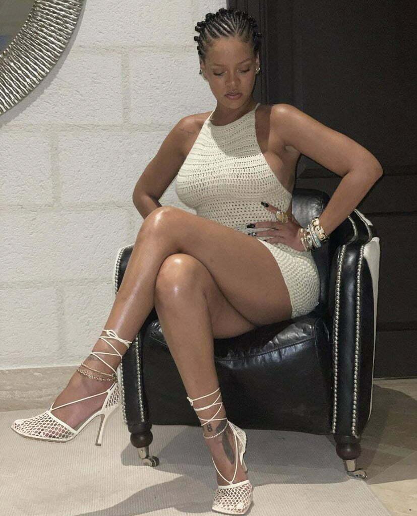 Rihanna Looks Gorgeous In Newly Shared Photos