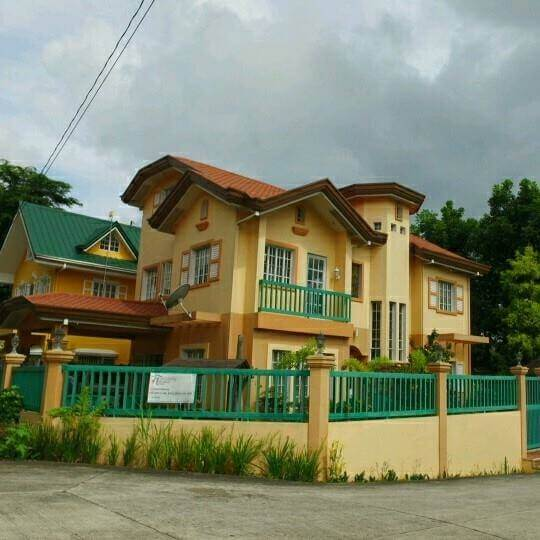 The place is ideal for tourist, transients, wedding preparation, family vacation, & team building