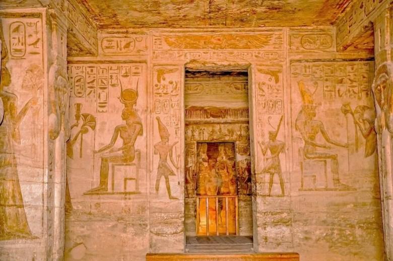 temple abu simbel pic5 - inside Temple of Nefertari
