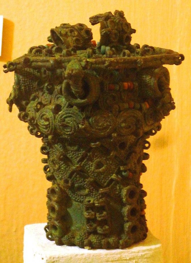 nri 1280px-Intricate_bronze_ceremonial_pot,_9th_century,_Igbo-Ukwu,_Nigeria