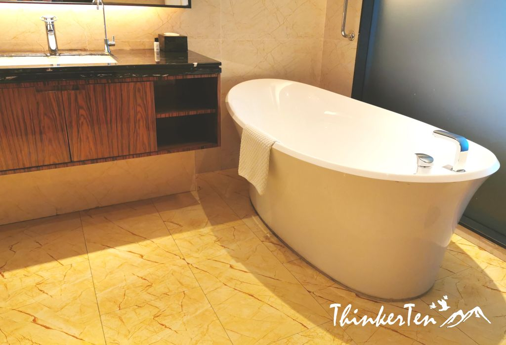 Forest City Phoenix International Marina Hotel Review