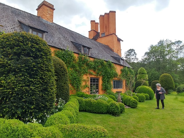 A Chelsea garden in Monmouthshire reviewed by Patterson Webster and Anne Wareham