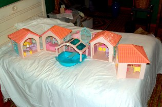 The My Little Pony mansion. The behemoth of all the structures.