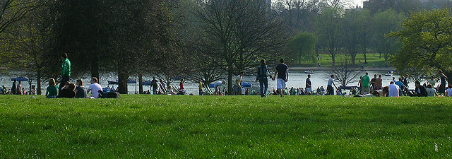 Hyde Park, London (photo by lilivanili)