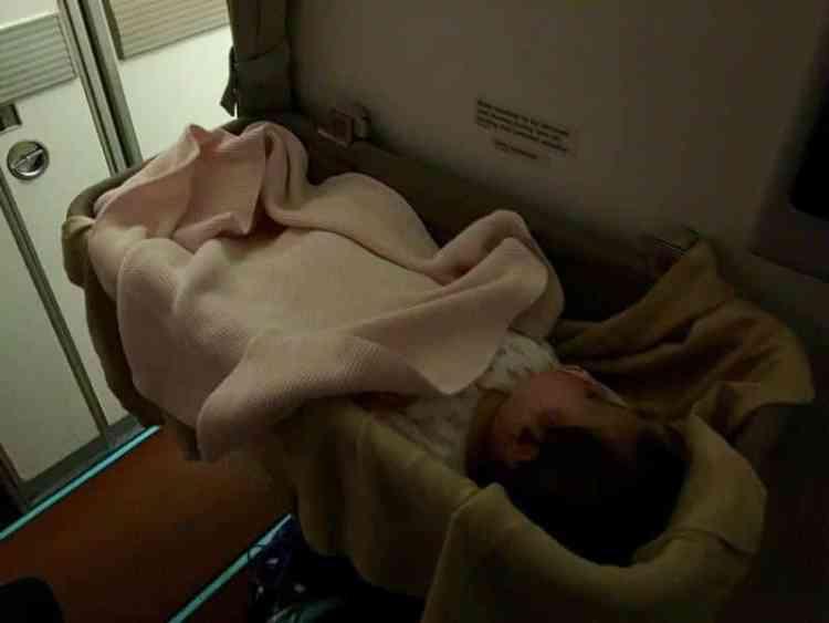 sleep on airplane babies