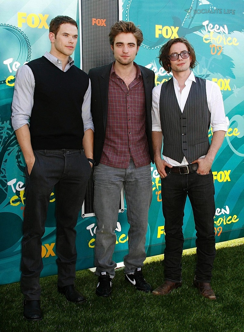 gallery_enlarged-robert-pattinson-teen-choice-awards-8-2009-08102009-14