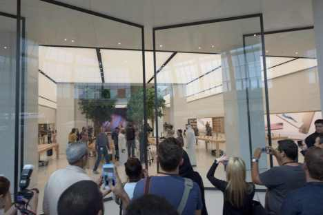 Apple Store in Dubai's Mall of the Emirates14