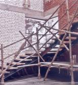 Mango Wood 'Balli' (scaffolding) was used for the railing of the staircase.