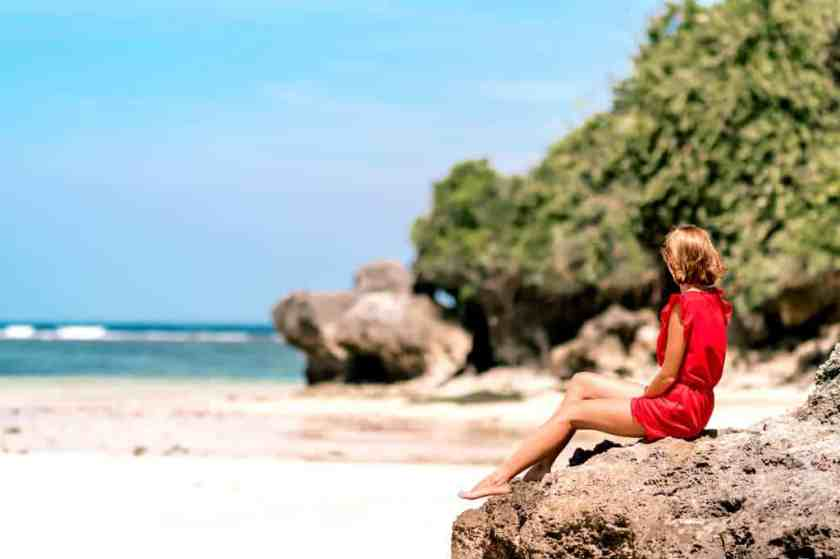 barefoot beach blonde hair 1116613_result