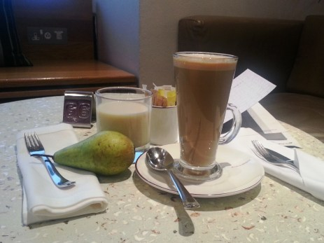VA LHR Upper Class Lounge - latte, soy milk, pear