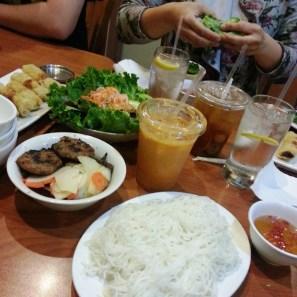 Com Tam Tran Quy Cap - bun cha ha noi, eggrolls, thai tea