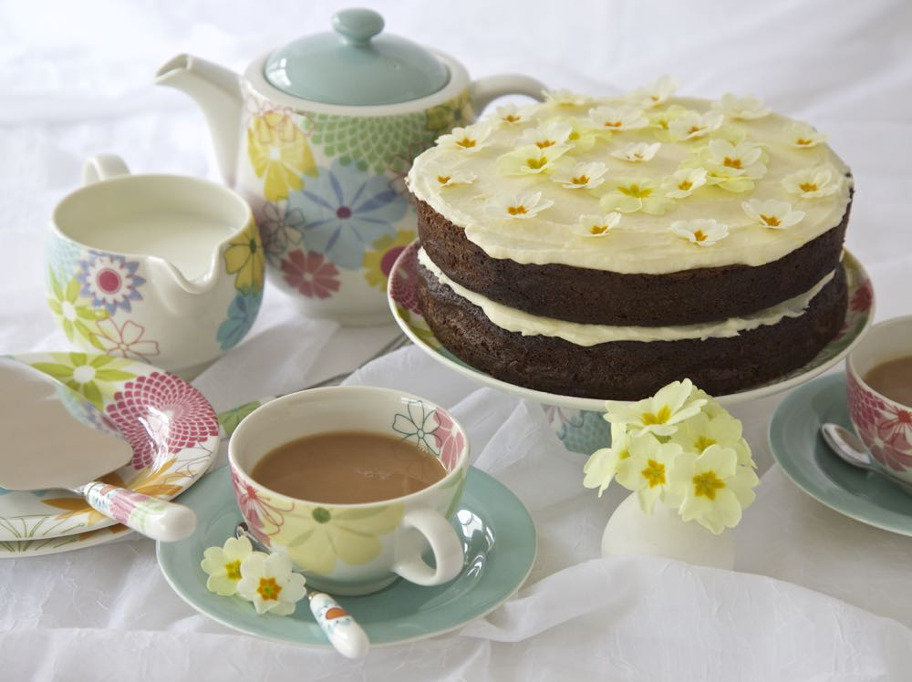 Gin-ger Cake with Gin and Lemon Butter Icing - a double gin cake for Mother's Day
