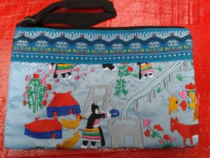 Pochette hmong bleu ciel