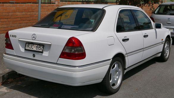 1994_Mercedes-Benz_C_220_(W_202)_Elegance_sedan_(2015-11-13)_02