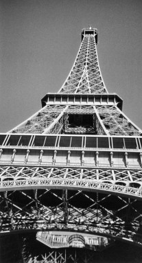 Looking up at the Tour Eiffel, my most favorite landmarks.