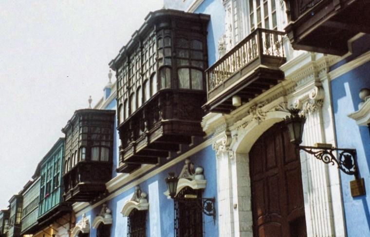 Windows in Peru