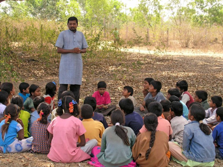Manu talks to the children about evolution (Nithila Baskaran)
