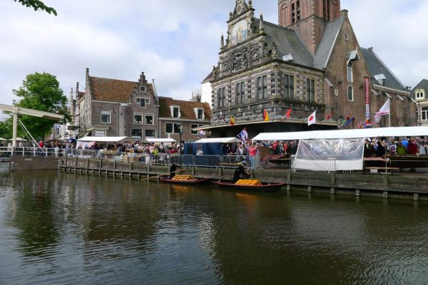cheese arrives by boat to Alkmaar