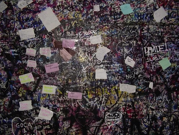 Love note wall, Juliet's house, Verona