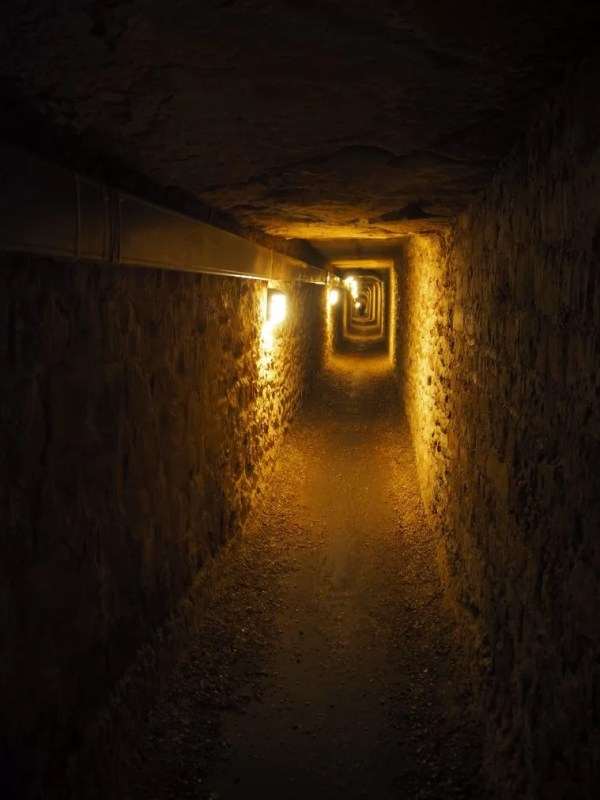 Catacomb tunnel
