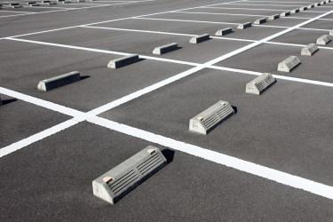 駐車場のコンクリートの隙間に適しているのは?隙間の埋め方