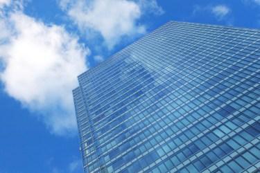窓掃除に便利な道具!高所でも安全に掃除ができるお役立ちグッズ
