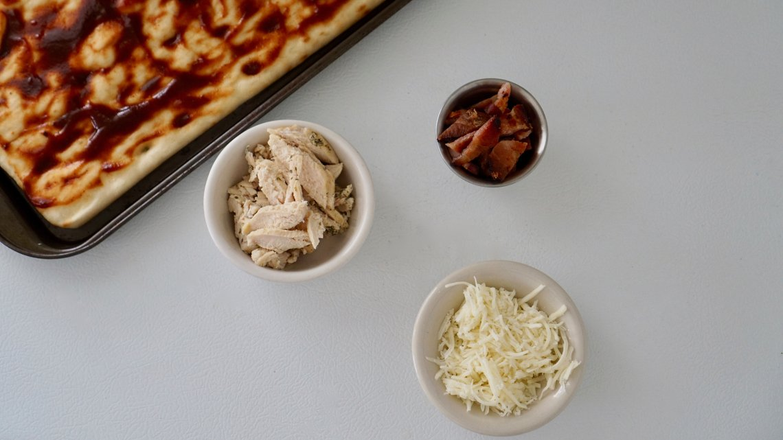 quick flat bread, flat bread recipe, flat bread pizza, flat bread ideas, bbq chicken flat bread, chicken and bacon flat bread , naam, easy flat bread recipe,