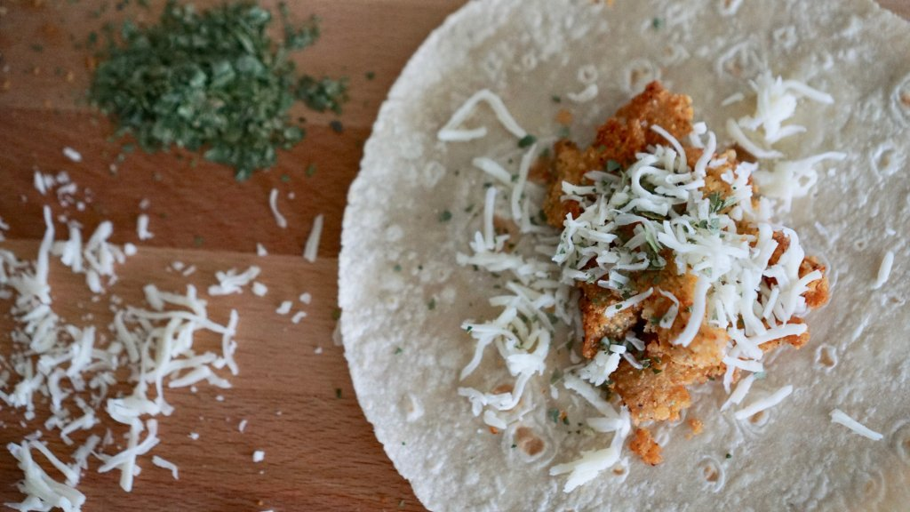 Easy, Recipe, Easy Recipe, Ranch Chicken Wraps, Tortillas, Chicken Tortilla Wraps, Ranch Chicken Wraps, Lunch Ideas, Dinner Ideas, Weeknight Meals, Dishes, Roll Ups, Food, Simple Recipes,