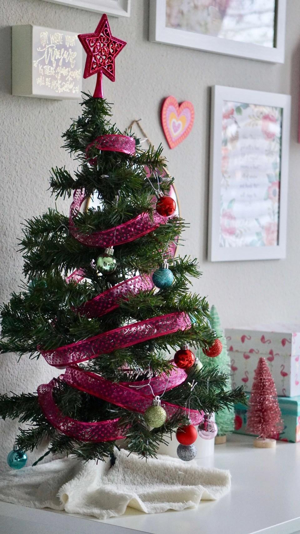 girl room Christmas decor