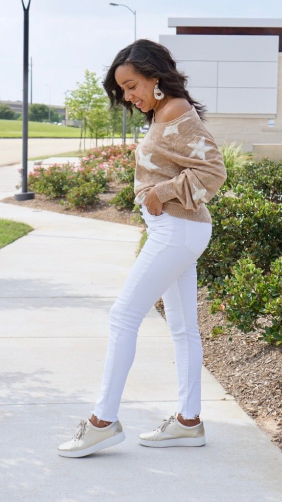 Lightweight Sweater paired white skinny jeans and metallic sneakers