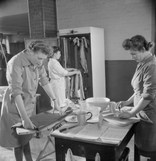 ATS_Domestic_Science_Course-_Home_Management_Training,_Notting_Hill_Gate,_London,_England,_UK,_1944_D23127