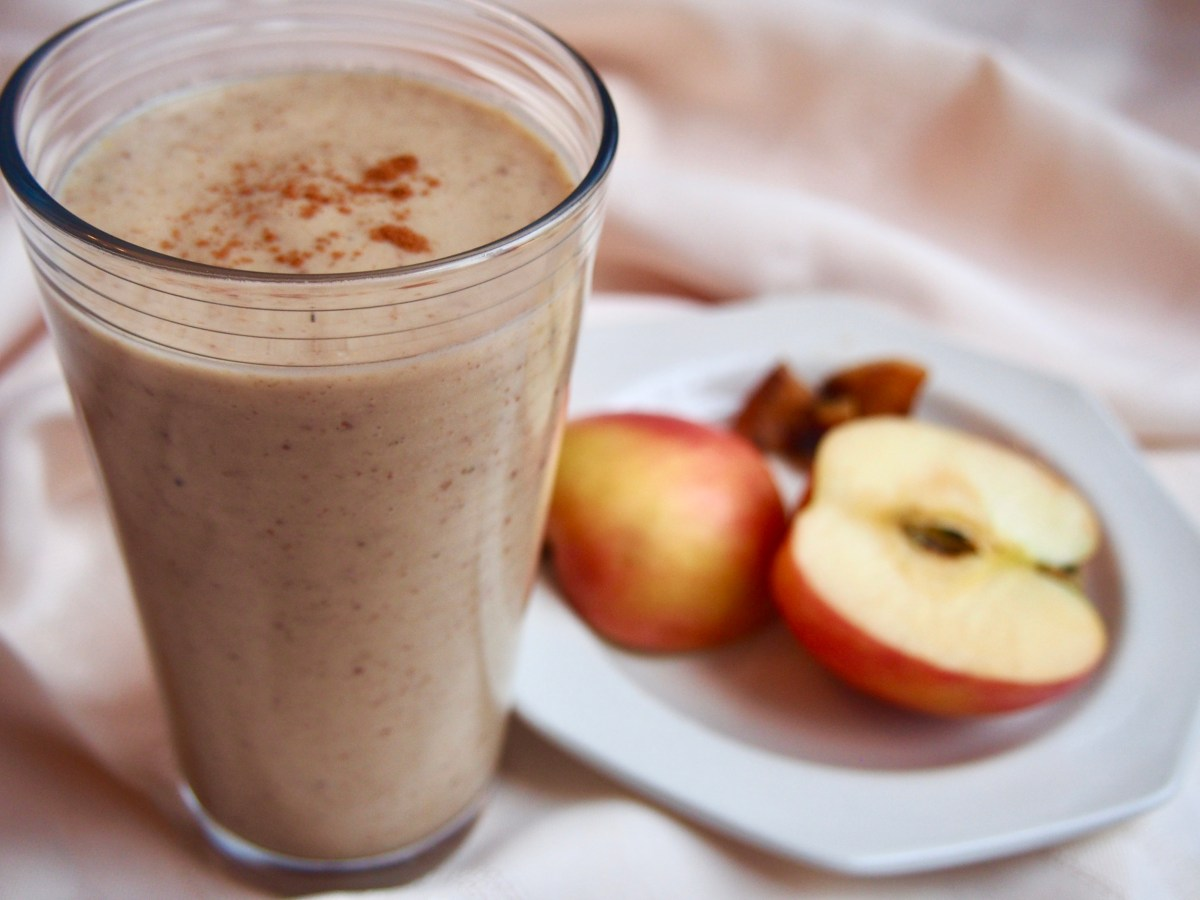 Detox warm apple pie smoothie