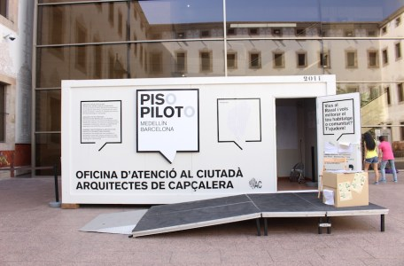 Pop-up architecture studio for neighbours. Photo Tere Garcia