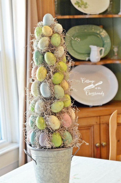 Easy DIY Easter Decorations - Easter Egg topiary