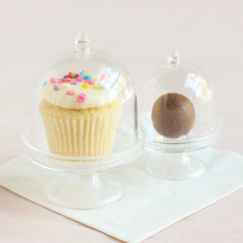 Wedding Favors That Won't Blow Up Your Budget - Mini Acrylic Cake Stands