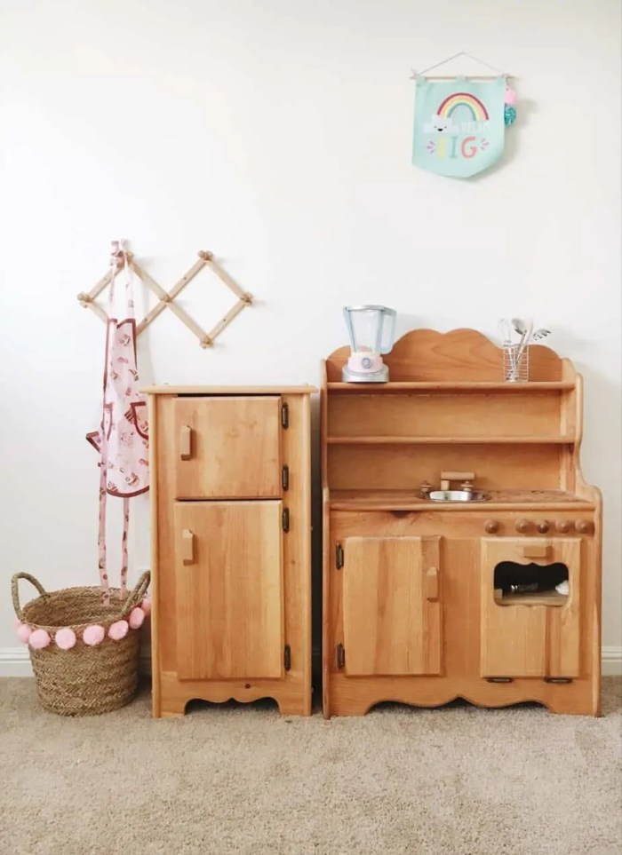 wood play kitchen