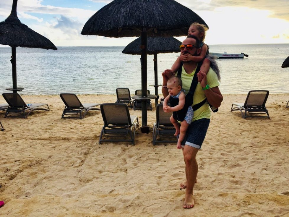 baby sling Mauritius - 9 reasons why an Ergobaby 360 is the best baby carrier for travel