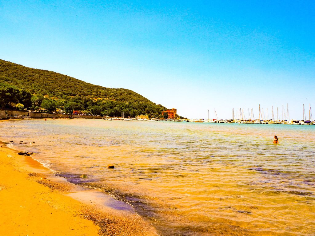 Baratti Beach: Best campsites in tuscany - Park Albatros, San Vincenzo Tuscany, Italy