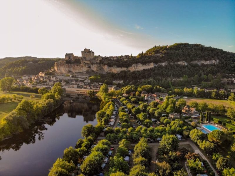 Campsites on the Dordogne river: camping le capeyrou beynac