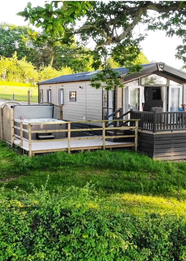 Lodge with hot tub Devon, Andrewshayes Holiday Park
