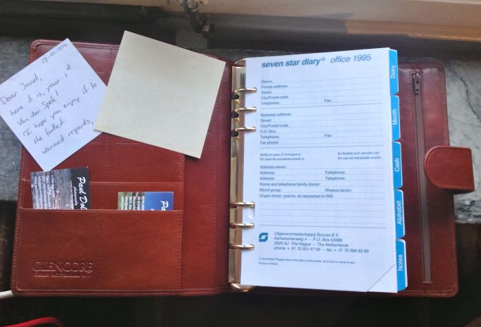The inside front cover - 12 credit card slots, the company logo, two of Paul's business cards (thank you Paul!), a very nice note and some tab reinforcers