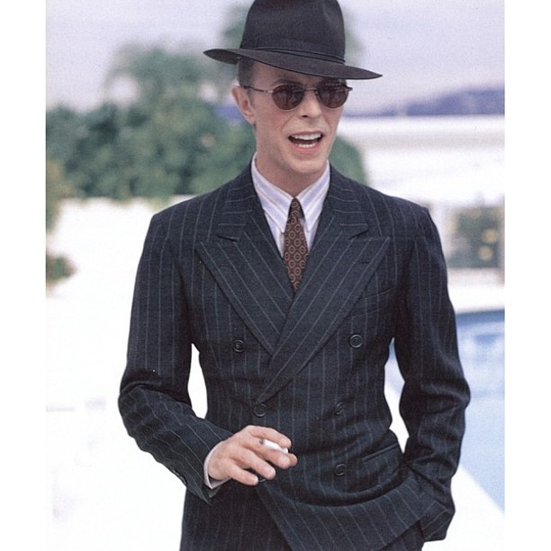 David-Bowie-smoking-and-looking-snazzy-in-a-suit.-davidbowie-davidbowiesmoking-bowie