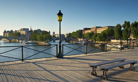 the Pont des Arts over the River Seine with the Ile de la Cite beyond, Paris, France