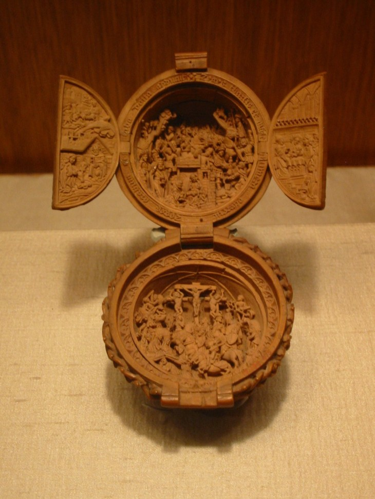 carved rosery bead