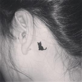 small-black-cat-tattoo-behind-ear