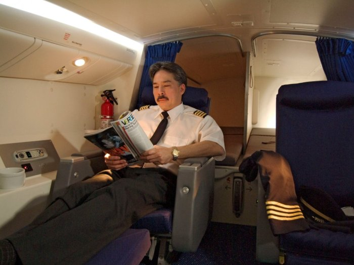Boeing 777. The pilots have business class seats as well as bunks and lavatory facilities.